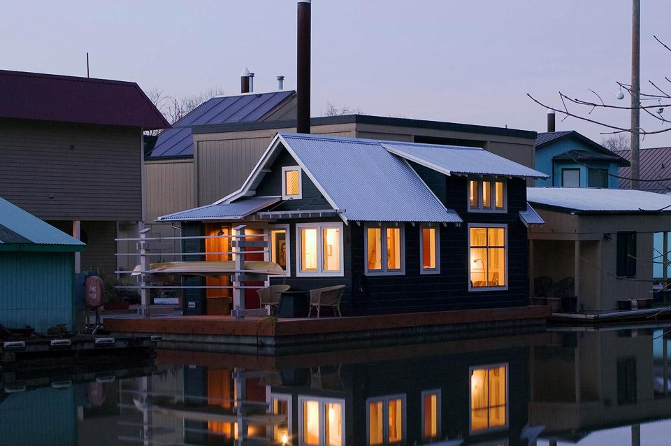 Mały dom bez pozwolenia na budowę, Portland, Oregon.