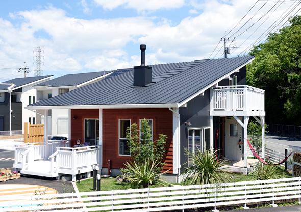 Mały dom z balkonem, budowa domu