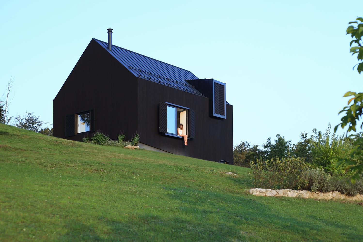Dom 100m2, czarny