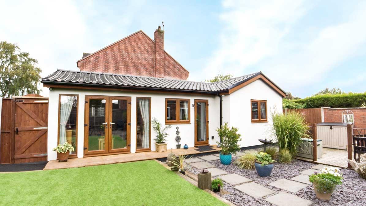 Mały dom dla rodziców, Anglia