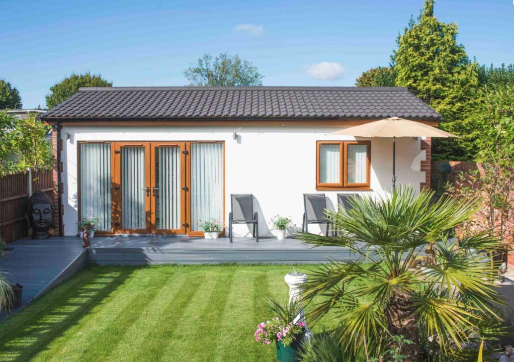 Mały dom, dom na ogrodzie