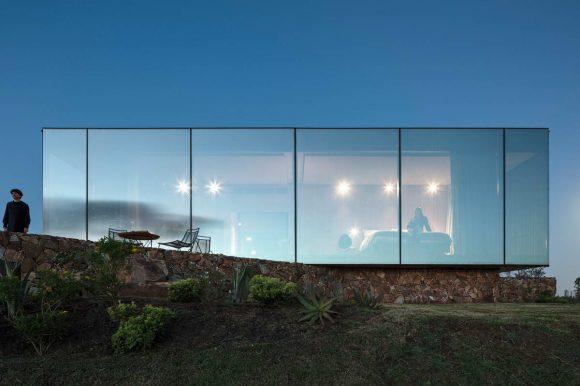 Dom z szklaną ścianą, budowa domu