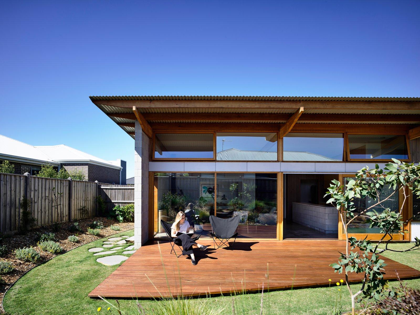 Dom z dużymi oknami, budowa domu