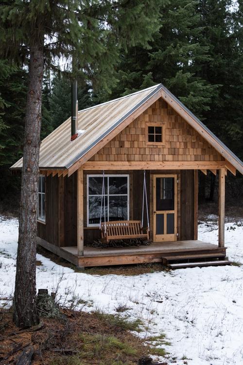 Mały dom w górach, dom bez pozwolenia na budowę