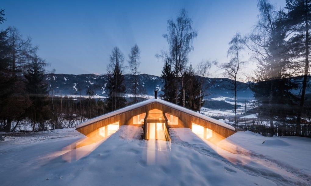 Dom w górach zainspirowany UFO