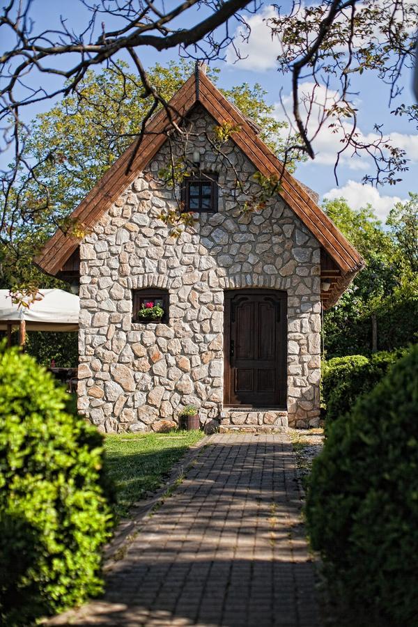Mały domek murowany