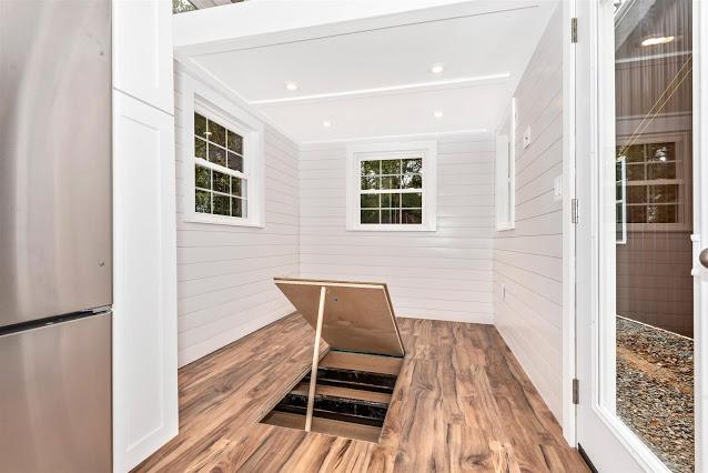 Dom bez pozwolenia posiada też schowek w podłodze.