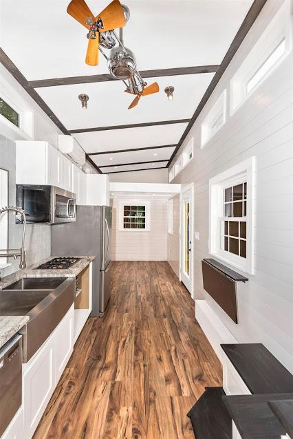 Przestrzenna kuchnia, projekt domu na zgłoszenie.